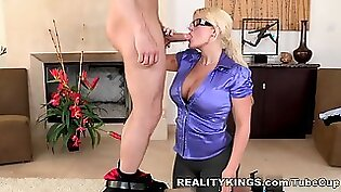 Attractive hoe with large ass Julie Cash gets nailed in mish style